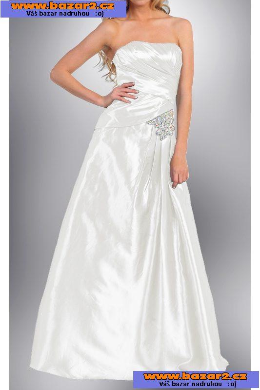 9698d2f157f6 V těchto elegantních šatech okouzlíte celou společnost! Tyto drobně řasené  elegantní společenské šaty jsou vhodné na plesy