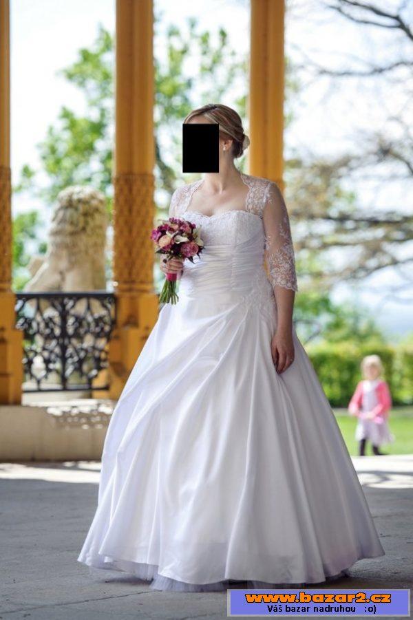 4c79c2ccd7fd Saténové svatební šaty s krajkou ...