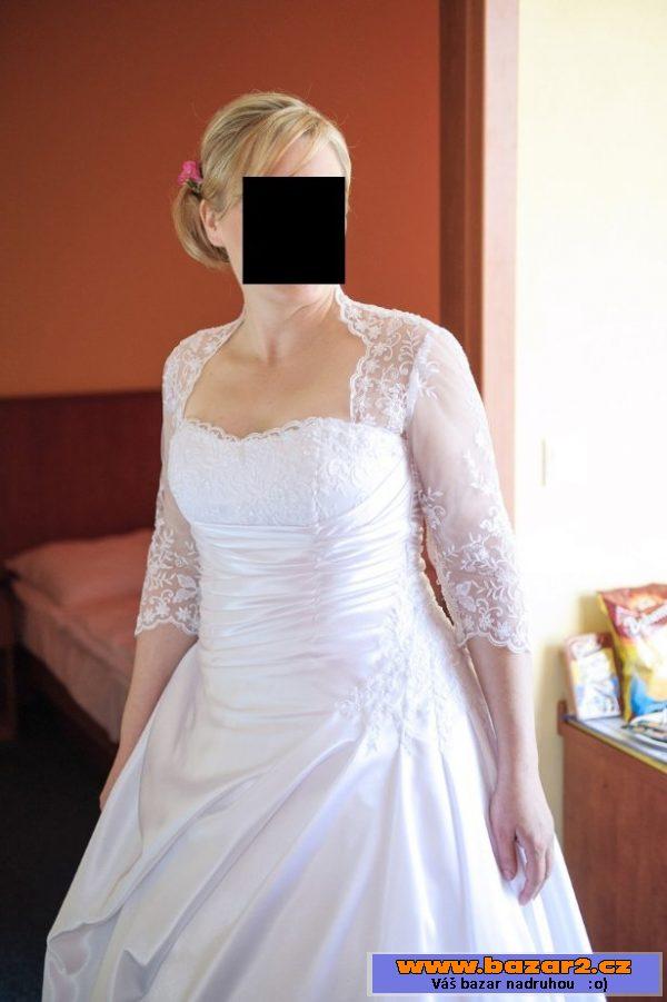 9bb4a0c9a5fe ... Saténové svatební šaty s krajkou ...