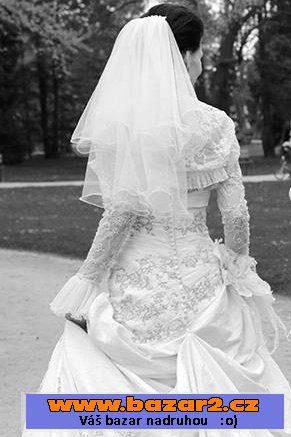 6a61fa06818d Luxusní a pohodlné svatební šaty v barvě šampaň značky Pronovias  (Barcelona). Použité jen jednou. Rozměr 34. V ceně závoj