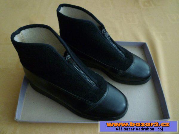 12ff56982ce7 Dámské černé kotníčkové boty zvané