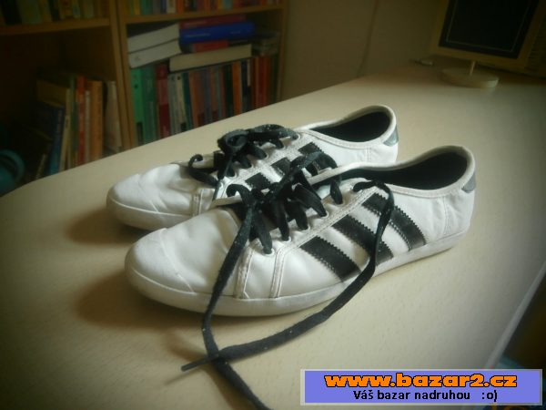 Dámské tenisky Adidas bílé s černými pruhy 1abdc99e862