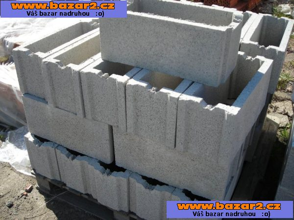 Bazos stavebni material