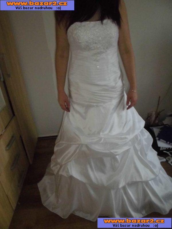 841f2a187057 Prodávám svatební šaty velikosti 38-44. K šatům spodnice. Šaty mají korzet  se šněrováním vzadu a vlečkou. Vyčistěné krásně sednou. a jsou velmi  pohodlné.