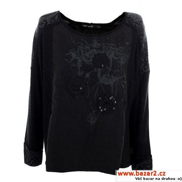 d6ec1896e355 Volnější střih krásného trička v barvě noci bude slušet každé postavě.  Tričko má dlouhé rukávy s šedým vzorkem